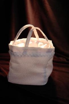 Petit sac blanc ou aumônière