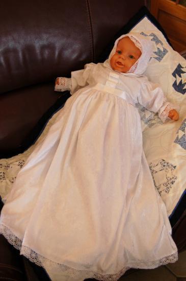 Détails des robes de Baptême